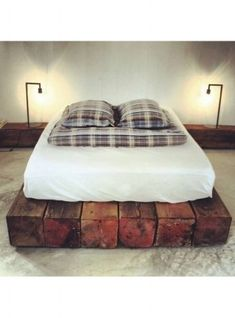 35 Unique DIY Pallet Bed Frame Ideas The post 35 Unique DIY Pallet Bed Frame Ideas appeared first on Bett ideen. Diy Pallet Bed, Home And Deco, Home Bedroom, Bedrooms, Master Bedroom, Living Spaces, House Design, Design Bedroom, Design Design