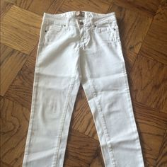 100% Authentic Paige White Denim Jeans Size 26 Worn once. In excellent condition. Style : roxie Capri. Best price thru ppl. Paige Jeans Jeans