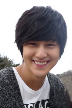 Kim Bum has the best smile he makes me so happy. I LOVE YOU KIM BUM