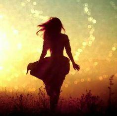 Quando doni il tuo tempo a qualcuno che ha bisogno di ascolto, non sarà mai tempo sprecato. Ogni persona è una scoperta… sarà il tempo a dare le risposte… In ogni caso piuttosto che stare a guardare i muri che ci portiamo dentro, vivere ogni giorno a cuore aperto può fare la differenza. Il mio problema è che sogno ancora come quando avevo 10 anni. O forse non è un problema ma una virtù, visto che quando si parla con il cuore e si trova qualcuno in grado di accarezzarti con le parole, ci si…