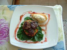 Patè ai fegatini di pollo  e crostino di  pane  bianco   pera  gorgonzola  salsa   di   fragola  Gino D'Aquino