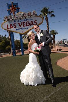 Classic Las Vegas Wedding Photo @Las Vegas Sign LVS | www.cashmanbrothers.com #lvweddingphoto #lasvegasmarriage Las Vegas Sign, Las Vegas Nevada, Las Vegas Marriage, Las Vegas Photos, Las Vegas Weddings, Mermaid Wedding, Wedding Photos, Wedding Dresses, Classic