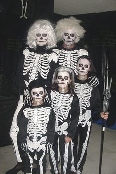 lot of neat ideas for chep to free Halloween Costums for the family, even pregnante woman ideas!!!!