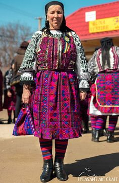 Romanian Traditional Costume from the Land of Făgăraș, Village of Drăguș, Transylvania Folk Costume, Costumes, Country Bread, Baking Secrets, India, Romania, Artisan, Traditional, Celebrities