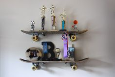 old skateboard decks reused into shelves .My son has a skateboard shelf, it's cwete! Storage Hacks, Diy Storage, Kitchen Storage, Diy Shelving, Storage Solutions, Storage Ideas, Shelf Ideas, Organization Hacks, Wall Storage