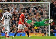 United keeper Lindegaard could miss rest of the season after injury setback David De Gea- this kid has come into form and could be the next great Man United goalieDavid De Gea- this kid has come into form and could be the next great Man United goalie Soccer Pro, Soccer Goalie, Football Players, Soccer Stuff, Neymar, Messi, Funny Football Videos, Football Gif, Soccer Highlights