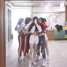 Ulzzang Korean Girl, Ulzzang Couple, Bff, Bestfriends, Korean Best Friends, Girl Friendship, Uzzlang Girl, Best Friend Pictures, Cute Friends
