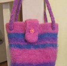 How to Make Felted Wool Purses Diy Handbag, Diy Purse, Wool Felt, Felted Wool, Felted Bags, How To Felt Wool, Crochet Handbags, Crochet Bags, Crochet Ideas