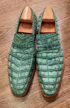 Handcrafted genuine alligator leather penny Slip-On leather lined loafer for men. The amazing alligator penny loafer is available in eight different colors. Mens Shoes Boots, Mens Boots Fashion, Hot Shoes, Men's Shoes, Dress Shoes, Gentleman Shoes, Exclusive Shoes, Best Shoes For Men, Crocodile