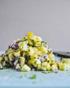 Pineapple Jalapeño Salsa - howsweeteats.com
