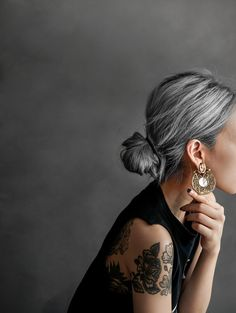 Kiva Earrings on Diana Susen off when you join our mailing list - Haarstyling Frisuren - Hair Colors Long White Hair, Silver Grey Hair, Black Hair, Grey Blonde Hair, Grey Hair Dye, Grey Hair Updos, Brown To Grey Hair, Natural White Hair, Short Silver Hair