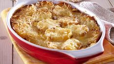 Cartofi gratinati  la cuptor cu smantană, ierburi aromatice si cascaval Macaroni And Cheese, Ethnic Recipes, Food, Mac And Cheese, Essen, Meals, Yemek, Eten