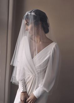 LUMIERE fingertip veil with pearls 1