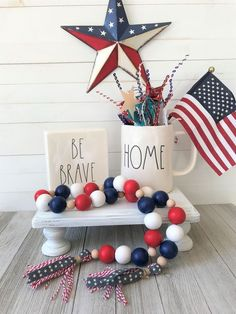 Americana patriotic beaded garland – Keep up with the times. Patriotic Crafts, July Crafts, Holiday Crafts, Diy And Crafts, Patriotic Party, Americana Crafts, Wooden Crafts, Bead Crafts, Holiday Fun