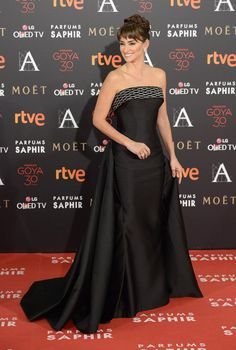 Pin for Later: You're About to Do a Double Take at Penélope Cruz in Strapless Sparkles
