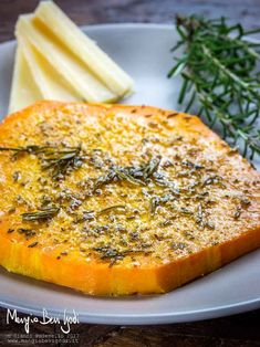 Ingredients 4 slices pumpkin (violin or butternut) 4 tablespoons rosemary (very finely chopped) 2 teaspoons garlic squeezed (or garlic powder) nutmeg q. Light Recipes, Wine Recipes, Vegan Recipes, Cooking Recipes, Vegetable Salad, Vegetable Recipes, Good Food, Yummy Food, Happy Foods
