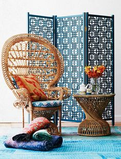 Wooden Geometric Screen in jade with Natural peacock chair