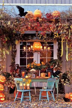 Find a better way to decorate your table for Halloween Parties. A variety of different Halloween party table styles to choose from . 26 Halloween party Table Decorations ideas for you. Halloween Home Decor, Outdoor Halloween, Holidays Halloween, Vintage Halloween, Halloween Crafts, Happy Halloween, Halloween Decorations, Table Decorations, Halloween Porch