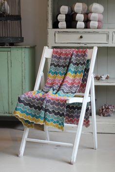 Ravelry: Loops blanket pattern by Trine Bertelsen Crochet Baby Blanket Sizes, Easy Knit Baby Blanket, Knitted Baby Blankets, Crochet Blanket Patterns, Stitch Patterns, Print Patterns, Easy Stitch, Garter Stitch, Beautiful Patterns