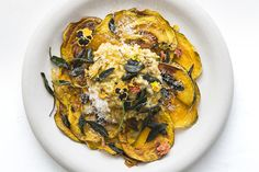 RECIPE: Honey roasted pumpkin risotto with sage butter & parmesan Roast Pumpkin, Pumpkin Puree, Pumpkin Risotto, Sage Butter, Weird Food, Crazy Food, Winter Food, Winter Meals, Food Presentation