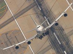 747 at an incredible angle...