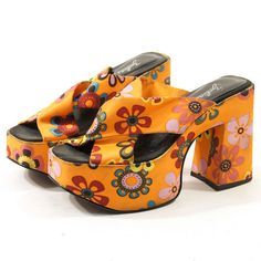 b16a032de694 90s Zodiac Platform Crisscross Sandals in Atomic Orange Daisy Satin   sz 6