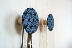 2+Garderobenhaken+/+Schmuckhalter+BLUE+ASANO+von+LivingIdea++auf+DaWanda.com