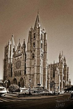 León, fotos antiguas, catedral. Notre Dame, Barcelona Cathedral, Scenery, Building, Travel, Mosque, Temples, The World, Lion Pictures
