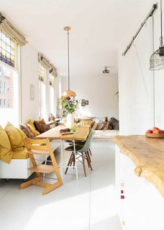 bright and cheerful Dutch family home - Esszimmer ideen -A bright and cheerful Dutch family home - Esszimmer ideen - living room layouts for long rooms Scandi Living, Home And Living, Home And Family, Interior Exterior, Interior Design, Cosy Interior, Dining Table With Bench, Bar Bench, Dining Area