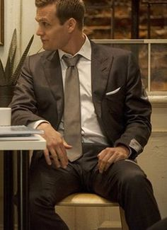 """Harvey Specter In """"Suits"""" Tv Series Tv Shows 2013, Usa Tv Shows, Harvey Specter Suits, Suits Harvey, Suits Tv Series, Suits Tv Shows, Gabriel Macht, Corporate Wear, Classic Suit"""