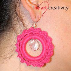 Orecchini rosa a cerchio a uncinetto con perla in vetro veneziana. #uncinetto #handmade #lotrovisuMissHobby #cerchio #rosa #cotone