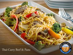 Thai-Curry Beef & Pasta. Great tasting healthy pasta. Dreamfields Pasta has 5 grams of fiber, 7 grams of protein and a prebiotic fiber to help promote healthy digestion. Pinterest Healthy Recipes, Healthy Pasta Recipes, Healthy Pastas, Noodle Recipes, Savoury Recipes, Vegetarian Recipes, Asian Recipes, Beef Recipes, Cooking Recipes