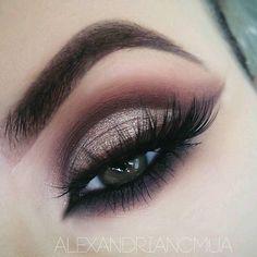 gold glitter cut crease w/ maroon winged liner @alexandriancmua #eye #makeup #goldcutcrease