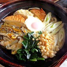 """寒かったので、お家で鍋焼きうどん♫ 天ぷらはめんどうなので、さつま揚げと揚げ玉で代用して、重ね煮も足して、野菜たっぷりで(* ̄▽ ̄*)ノ"""" - 9件のもぐもぐ - 鍋焼きうどん by GraceSophiaRose"""