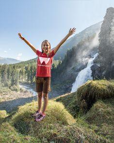 Die Krimmler Wasserfälle entdecken. Am besten mit unserer Wanderführern - 6-7 Mal pro Woche sind wir im Sommer auf Tour. Erleben Sie die höchsten Wasserfälle Europas und die 5. höchsten der Welt. Running, National Forest, Hiking, Things To Do, World, Keep Running, Why I Run