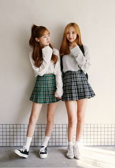 Korean Fashion Trends you can Steal – Designer Fashion Tips Korean Fashion Online, Korean Fashion Trends, Korean Street Fashion, Asian Fashion, Korean Online, Korean Fashion Kpop, Seoul Fashion, Korea Fashion, Friend Outfits