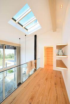 Alpenchic - Baufritz. Das Einfamilienhaus Alpenchic der Firma Baufritz vereint modernes Design mit alpenländischer Architektur. Das liegt nicht zuletzt an den verwendeten Materi