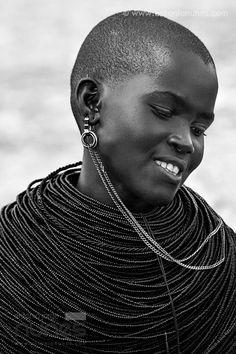 Envers du Decor - a–fri–ca: Samburu Girl, Kenya - Photo by antonio. Tribes Of The World, We Are The World, People Around The World, African Tribes, African Women, Beautiful Black Women, Beautiful People, Tribal People, African Culture
