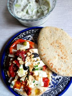 Sandwich de Tomates Confites à la Feta & Salade de Concombre
