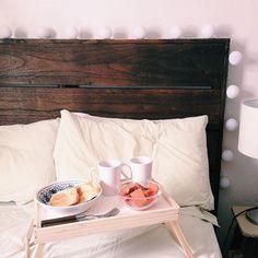 Das vantagens de ser sua própria chefe: café na cama às 13h  #homecustom