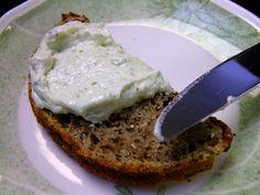 Bärlauch Brotaufstrich Rezept - der Frühling am Brot http://www.loystubn.at/barlauch-aufstrich-rezept