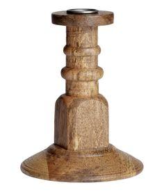 Kerzenhalter aus Holz. Höhe 14 cm.