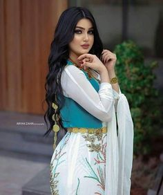 Traditional Fashion, Traditional Dresses, Beauty Full Girl, Beauty Women, Fashion Beauty, Girl Fashion, Fashion Outfits, Collection Eid, Pakistan Bridal