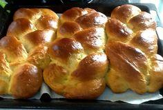 Ακόμα κι έπειτα από ημέρες παραμένουν το ίδιο φρέσκα!! Δοκιμάστε τα και θα με θυμηθείτε !!! Υλικά Μετράμε την δοσολογία με το κουτί από το ζαχαρούχο γάλα 1 κουτί ζαχαρούχο 3… Greek Desserts, Greek Recipes, Easter Recipes, Easter Food, Sweet Bread, Dessert Bars, Yummy Cakes, Soul Food, No Bake Cake