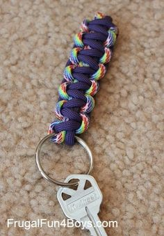 How to make parachute cord keychains and zipper pulls.  These would make great gifts for kids to make and give!