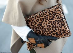How to add a chic touch in your outfit with an animal print purse : MartaBarcelonaStyle's Blog