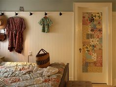 This door decoration by Alicia from Posie Gets Cozy is to die for!  Quilt lovers take heed!