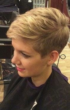 How to style the Pixie cut? Despite what we think of short cuts , it is possible to play with his hair and to style his Pixie cut as he pleases. Short Choppy Hair, Short Grey Hair, Very Short Hair, Short Pixie Haircuts, Short Hair Cuts For Women, Pixie Hairstyles, Short Hairstyles For Women, Cool Hairstyles, Short Hair Styles