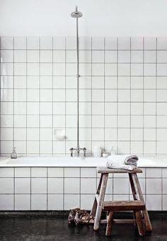 ** Personally selected products **: Un interior Blanco y Negro Diy Bathroom Decor, Simple Bathroom, Bathroom Styling, Bathroom Ideas, Minimal Bathroom, Bathroom Inspiration, Interior Inspiration, Elle Decor, Interior Styling