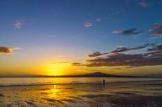Early Morning Run - Takapuna Beach, Auckland, New Zealand. What a way to start the day! Diabetes Awareness, Early Morning Runs, High Blood Sugar Levels, Water Pictures, Morning Running, New Zealand Travel, Trip Planning, Planning Board, Health